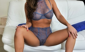 Big Beauty GF Seduces Her Guy in Sexy Lingerie