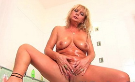Chunky Mature Rubs Her Old Clit - Mature Wet Sins Porn