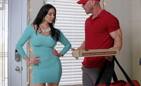 Hot Big Titted Mature Wife Fucks Pizza Delivery Boy