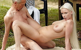 Old Man Banged Hot Busty Barbie at the Picnic - Free Old Young XXXPorn