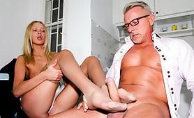 Crazy Step Daughter Teaches a New Porn Skill - FootJob Wetsins Porn