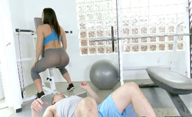 He Could Feel Smell Her Hot Sweaty Pussy in The Gym