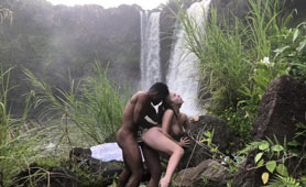 Passionate Outdoor Sex with a Stranger By the Waterfall