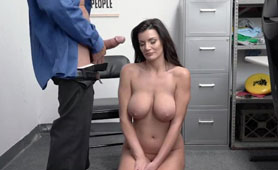 Pussy Creampie Or Jail? What Will Be the Choice Of Busty Thief MILF?