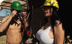 Busty Lady Chief at Construction Site is a Big Satisfaction for Workers