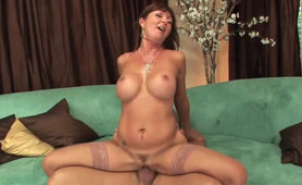 Hot Mature Mom Fucked Like a Real Slutty Bitch By Power Cock